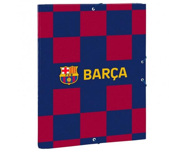 Carpeta tamaño folio con tres solapas...